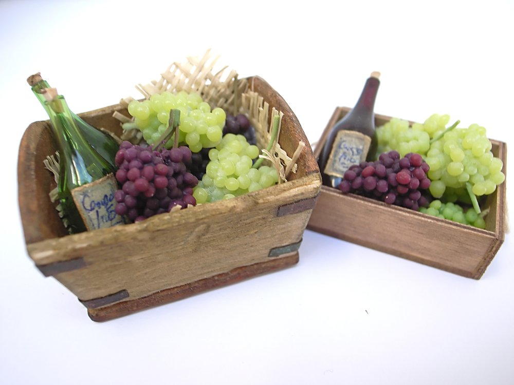TX Miniatures Market Place html Crates and Baskets, Grape Crate Normal